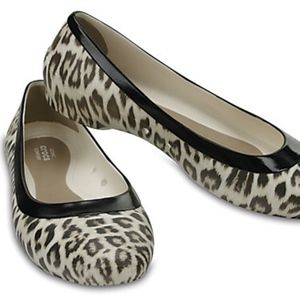Women's Crocs Lina Leopard Oyster Graphic Flat